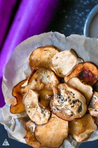 Eggplant chips with eggplants in the background