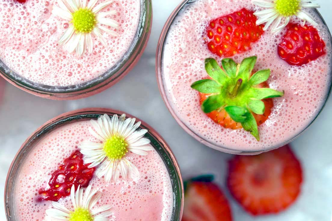 Low Carb Smoothies with sliced strawberries