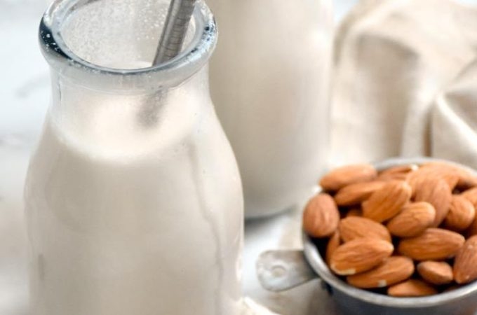 This how to make almond milk recipe is absolutely delicious and WAY easier to make than you'd think—with just 2 ingredients, you'll be sipping on a glass of this amazing low carb milk in no time! #lowcarb #keto #glutenfree #grainfree #healthy #recipe #homemade #vegan #dairyfree #vegans #drinks #breakfast #baking #nuts #blender #strainerbag #cheesecloth #weightloss #coconutmilk #milking