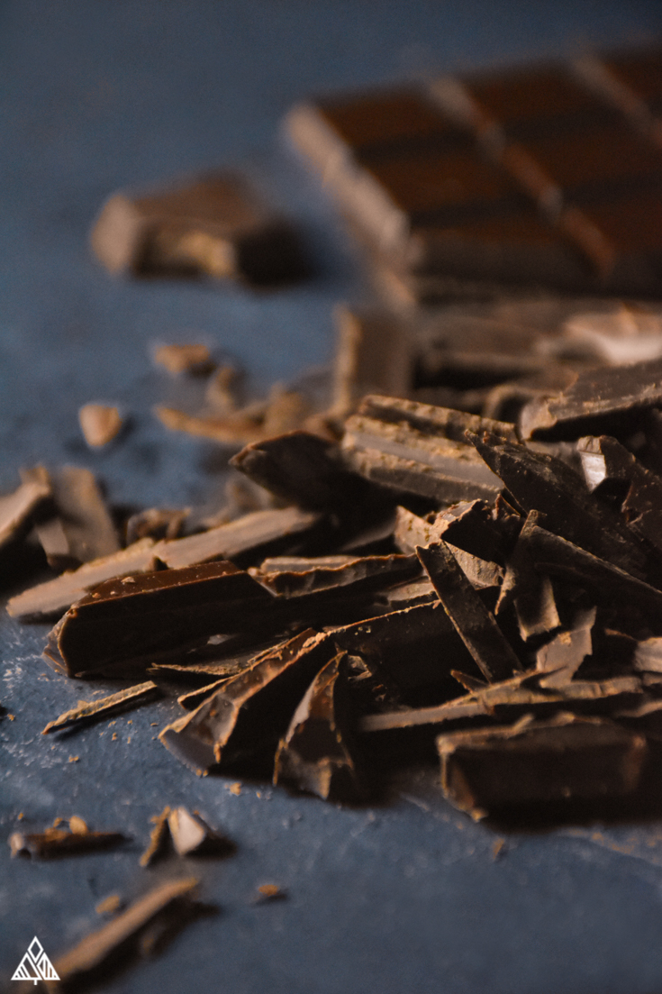 Low carb chocolate bars, chocolate shavings