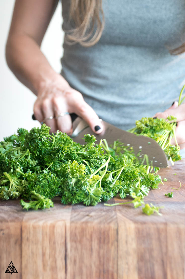 Person chopping the parsley