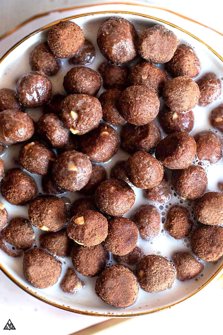 Small balls of low carb cereal