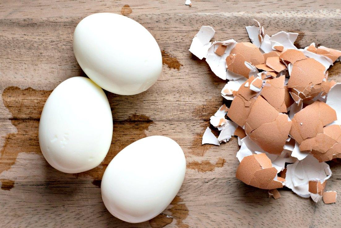 3 peeled eggs