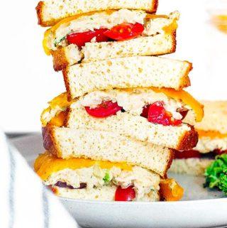 keto tuna salad between sandwiches