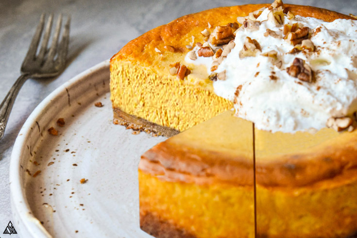 One of the best low carb thanksgiving recipe is low carb pumpkin cheesecake